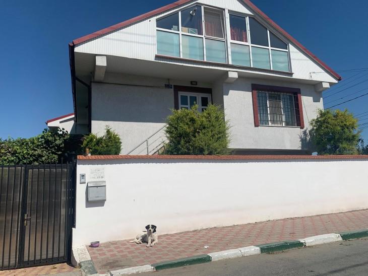 Aceasta este casa în care locuiește fiica primarului