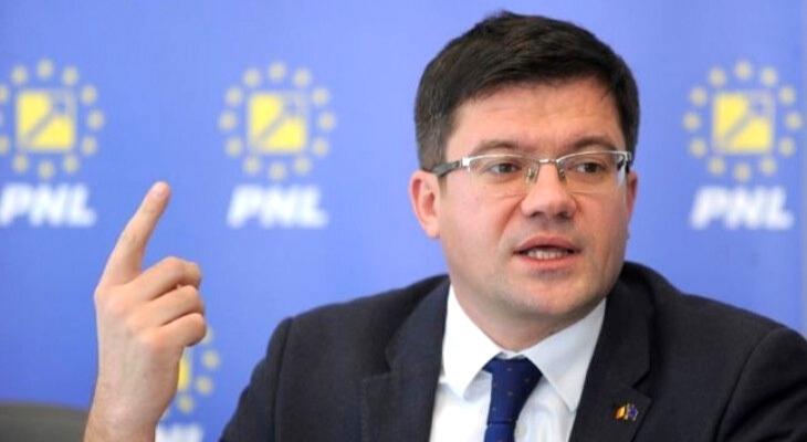Fostul ministru al Mediului, Costel Alexe, acuzat de procurorii DNA că a luat mită 22 de tone de tablă