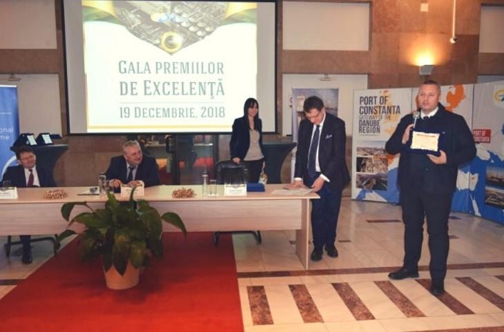 Mironescu premiat de Panait, în 2018, la Gala Premiilor de Excelență