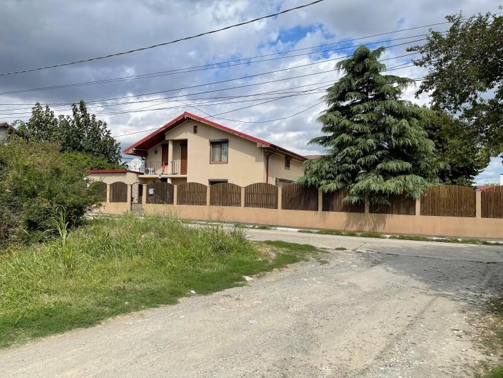 Casa în care locuiește primarul Maricel Cîrjaliu, este pe numele fiicei, Sorina