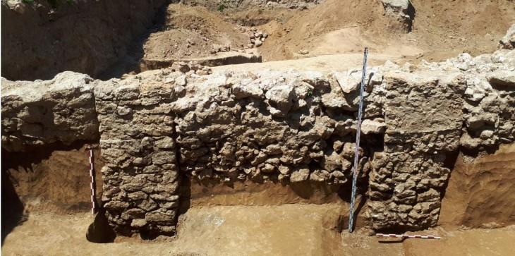 Demolarea Casei cu Iederă a scos la lumină zidul de vest al cetății Tomis