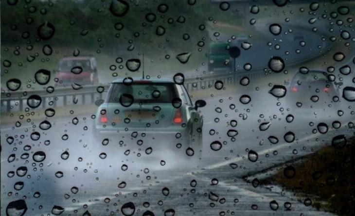 Plouă torențial pe autostradă